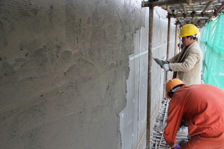 保温外墙抗渗微晶防水砂浆粉刷过程